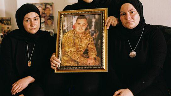 Hamze Eskandar, de 25 años, era un soldado en el puerto de Beirut, Líbano, cuando toneladas de ...