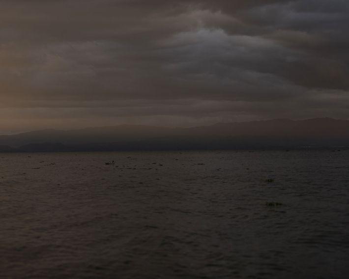 El sol se pone en el lago Naivasha en Great Rift Valley, Kenia.