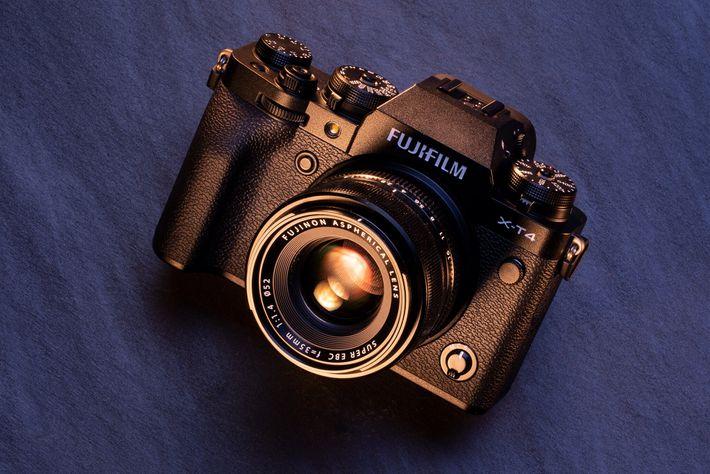 Ideal por: su rendimiento general y fácil uso. Con todos sus accesorios, la cámara sin espejo Fujifilm ...