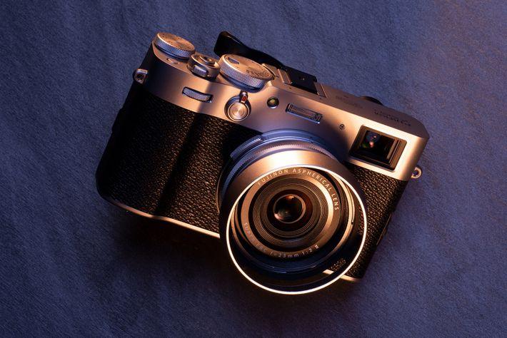Ideal para: la fotografía callejera en los viajes. El obturador de láminas de la X100V de Fujifilm ...