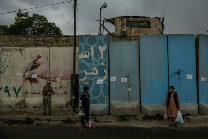 Centro de la ciudad de Kabul. Por casi toda la ciudad se erigían gruesas y altas ...