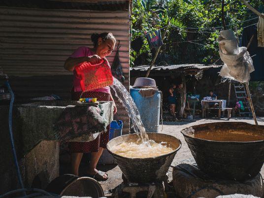 Defensoras del agua luchan contra la escasez crónica del recurso en El Salvador