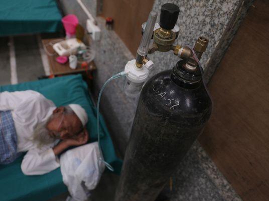 India lucha por obtener oxígeno médico y salvar vidas