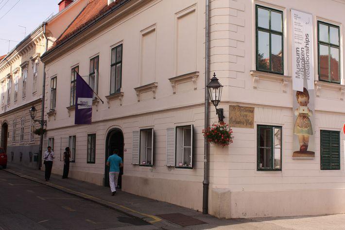 El museo encontró su hogar en el antiguo palacio que pertenecía a un pintor abstracto croata ...