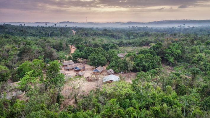 Visto desde el aire, Posto Awá es uno de los cuatro asentamientos fundados por la FUNAI ...