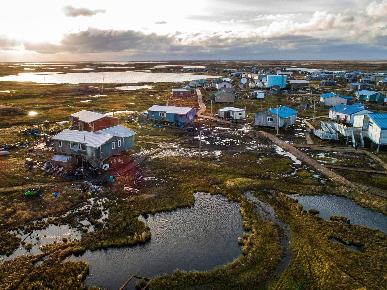 El pueblo de Yup'ik de Newtok, Alaska, está rodeado por los ríos Ninglik y Newtok. El ...