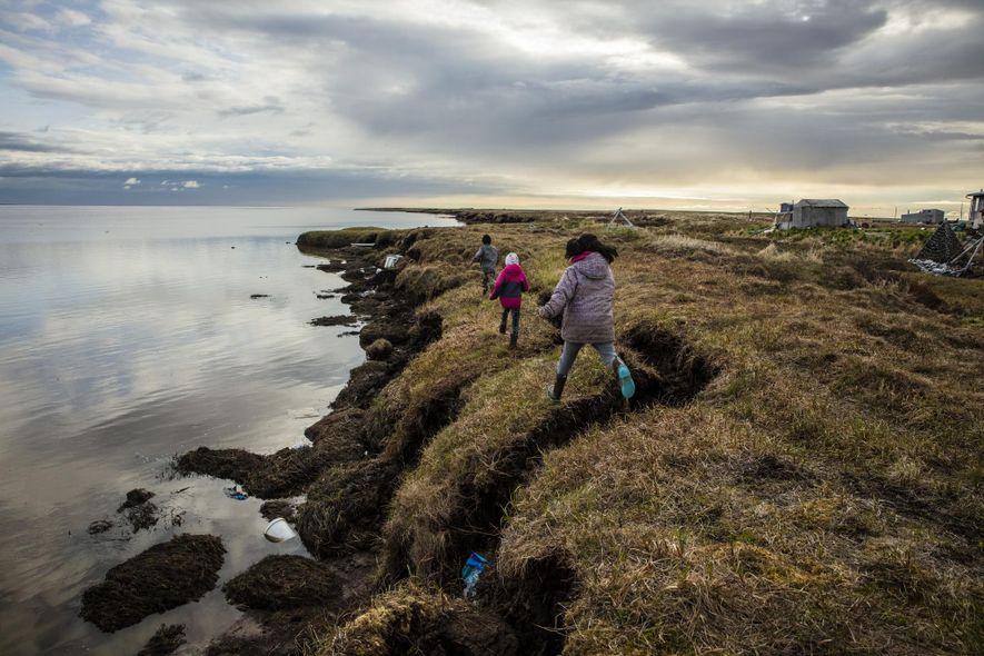 La erosión ya ha borrado casi 1,6 kilómetros de la tierra de Newtok, con el deshielo ...