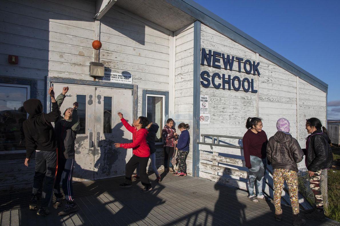 La escuela Newtok se cerrará a medida que más y más niños se muden a la ...