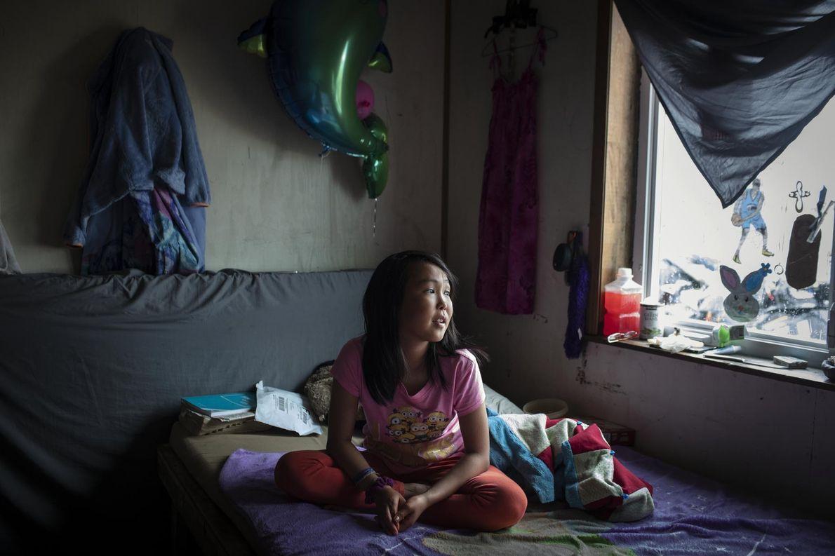 El techo de la habitación de Jasmine Kassaiuli recientemente se partió como resultado del deshielo del ...
