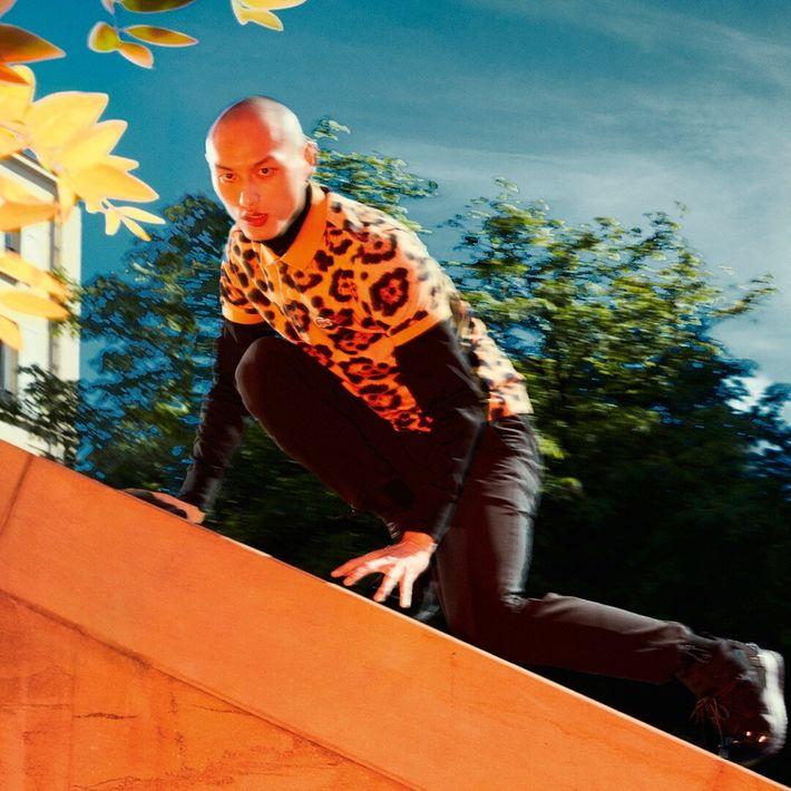 Imagen de campaña de Lacoste, con modelo de Jaguar.