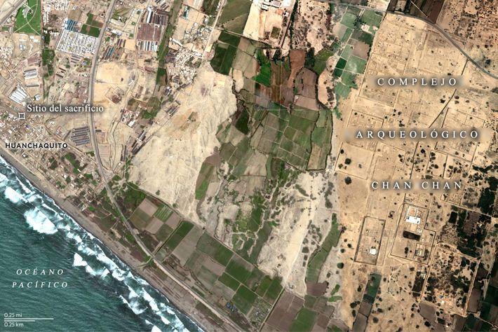 Una imagen satelital muestra la proximidad entre el sitio de sacrificio de Huanchaquito-Las Llamas y las ...