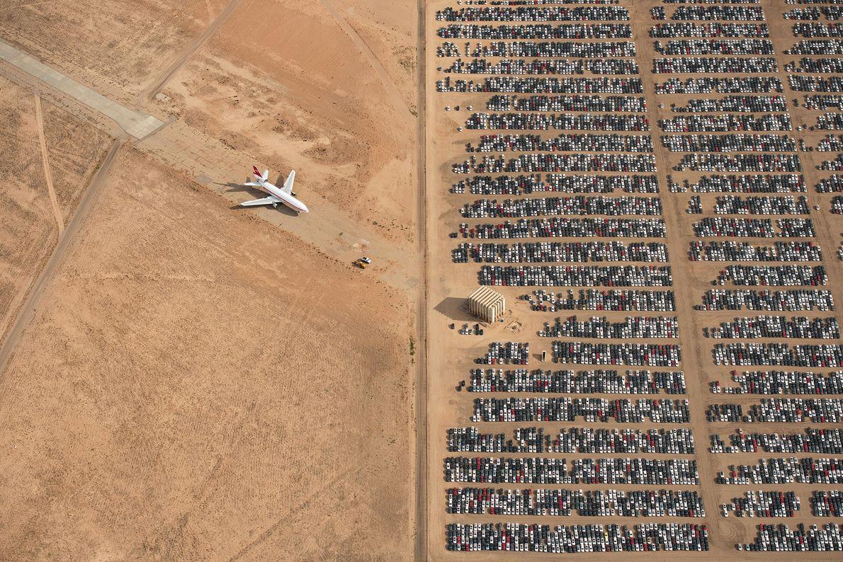 Miles de automóviles Volkswagen y Audi permanecen sin usar en medio del desierto de Mojave en ...