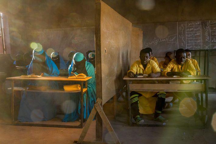 En Agadez, Níger, una escuela izala educa a casi 1300 alumnos. El Izala es un movimiento ...
