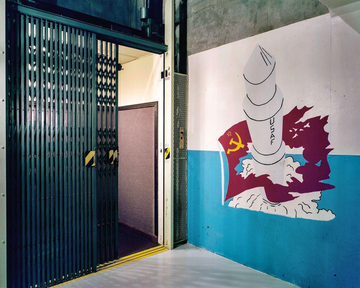 El ascensor de tres por cinco al centro de control subterráneo de Minuteman no se construyó ...
