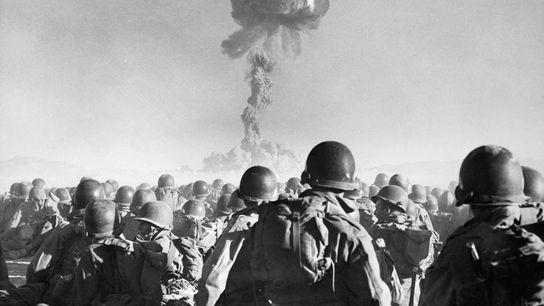 En los 75 años transcurridos desde la primera prueba exitosa de una bomba de plutonio, las ...