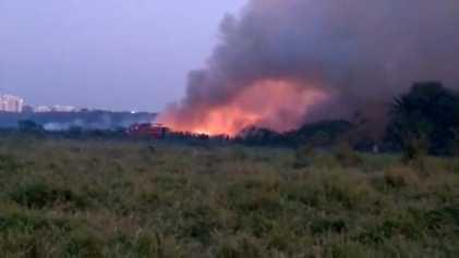 Un lago tóxico se incendia en la India en 2018