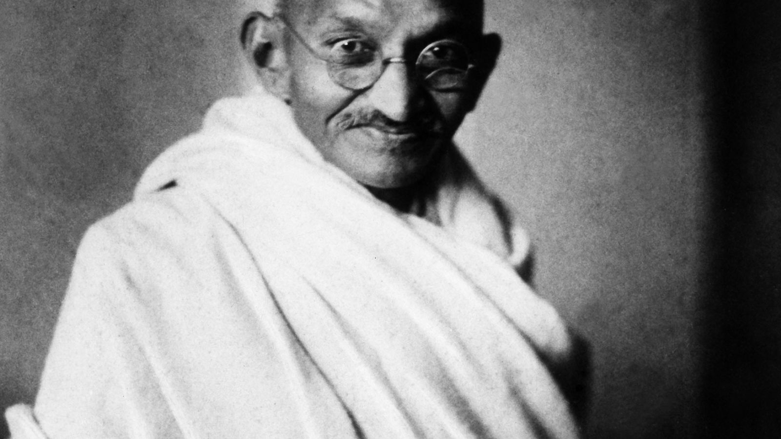 Ampliamente conocido como Mahatma, que significa alma grande o santo en sánscrito, Gandhi ayudó a que ...