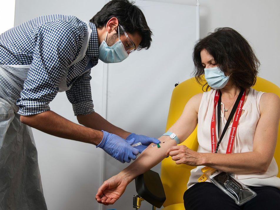Estudios clínicos apuntan a que la vacuna de Oxford produce una respuesta inmune contra el COVID-19