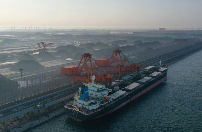 Un nuevo proyecto carbonífero entra en acción en el norte de China. Los expertos advierten que ...