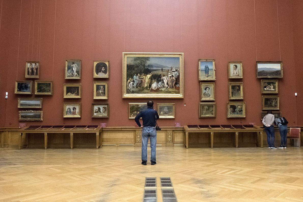 El enorme Museo Estatal Ruso alberga la mayor colección de obras de arte ruso del mundo.