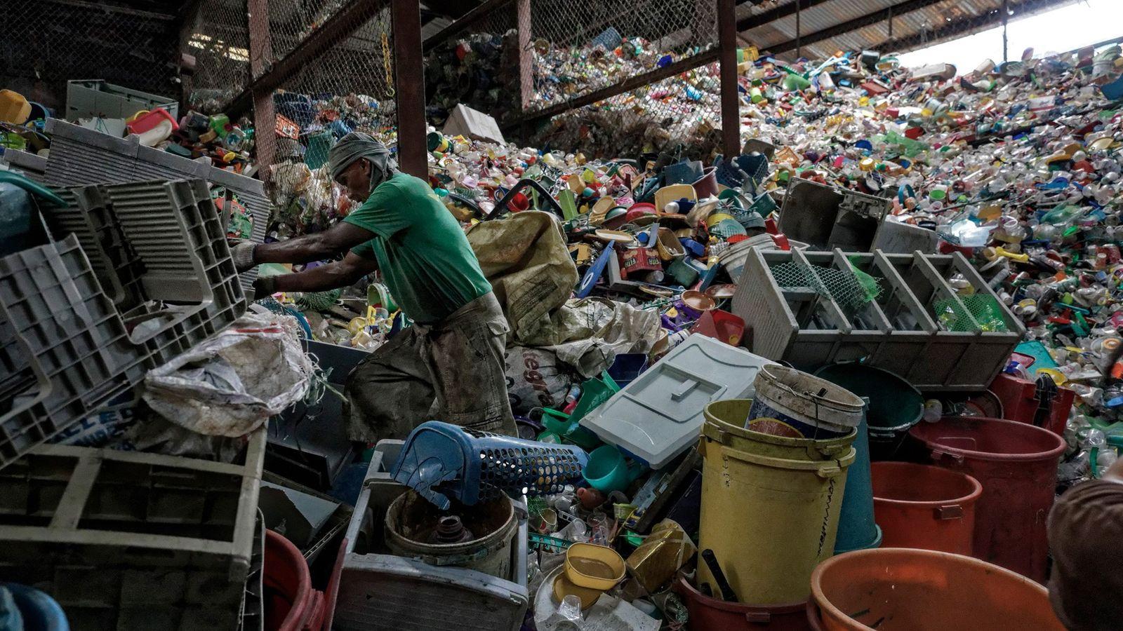 Filipinas es el tercer país del mundo con mayor porcentaje de contaminación oceánica por residuos plásticos. ...