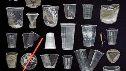 Barry Rosenthal: concientizar sobre el plástico a través del arte