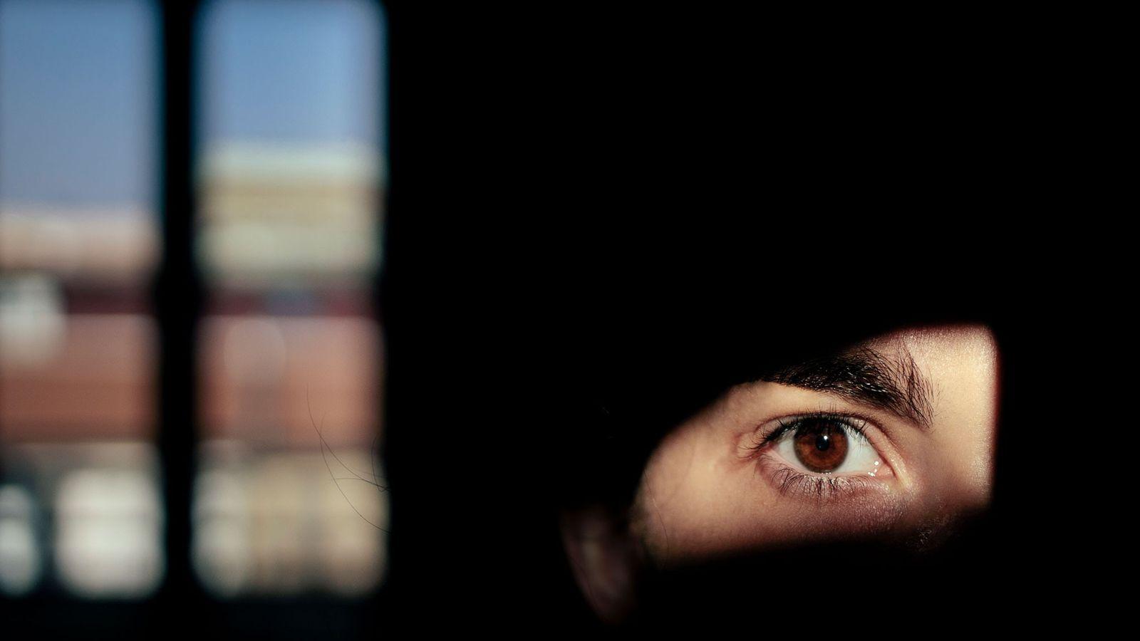 La fotógrafa Camilla Ferrari se autoretrata en su cuarentena en Milán. Los psicólogos están comenzando a ...