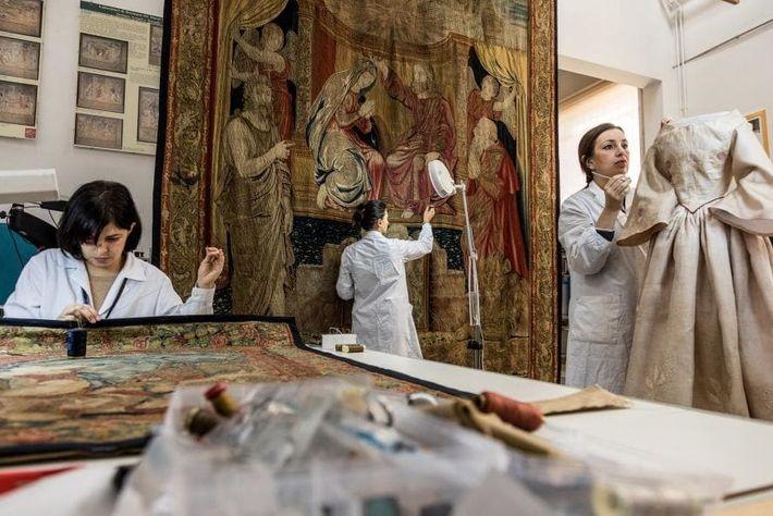 La Oficina del Conservador de los Museos Vaticanos supervisa y mantiene de forma regular las obras ...