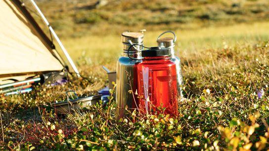 Las botellas de agua reutilizables son el mejor amigo de los viajeros. Pero... ¿dónde puedes encontrar ...