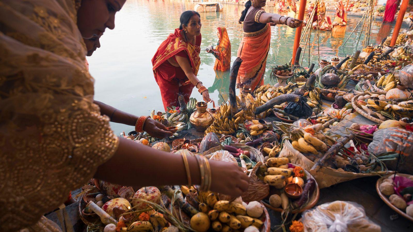 El Chhath Puja, celebrado en ciertas regiones de India, Nepal y otros países, es una antigua ...