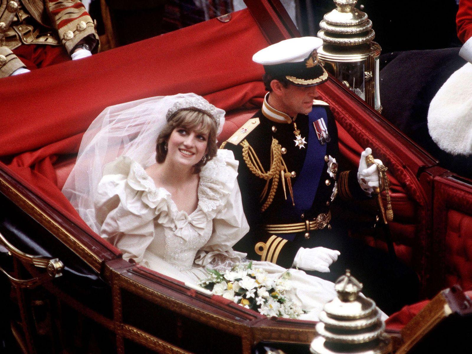 El príncipe Harry y Meghan Markle se retirarán de la ceremonia en un carruaje tirado por ...