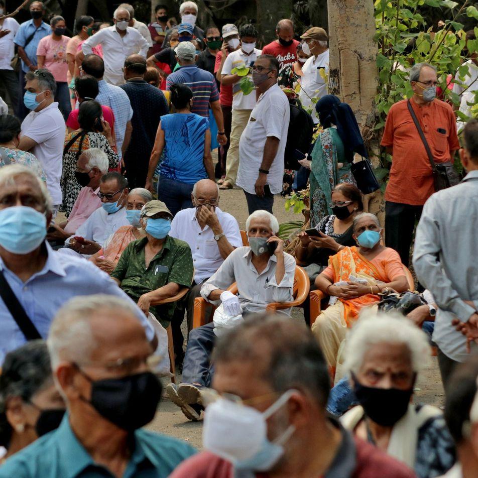 ¿Qué tan rápido podrían las vacunas resolver la crisis de la COVID-19 en India?