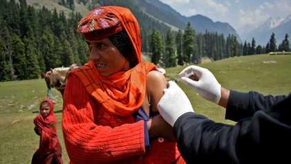 La campaña de vacunación contra la COVID-19 en distintos rincones del mundo