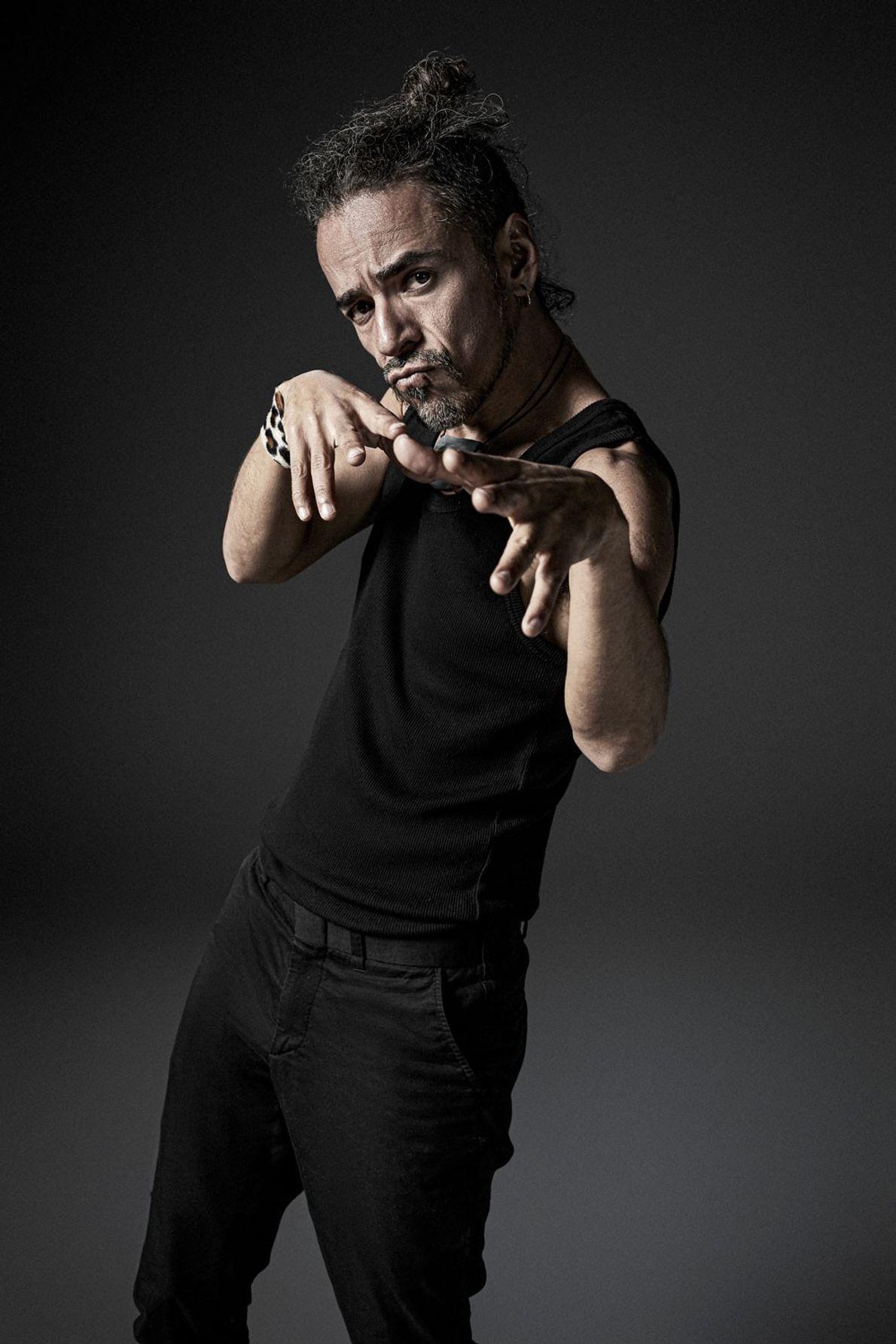 Músico integrante y fundador de Café Tacvba. Comienza el proyecto cuando conoce a Joselo en la ...