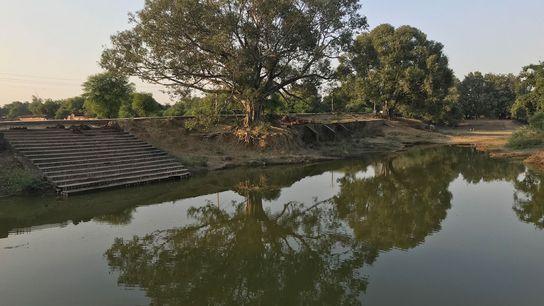 Los tradicionales reservorios de agua, como este, de generaciones de antigüedad, representan una solución local a ...