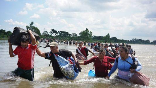 Sigue la cruzada de tres amigos hacia México en la caravana de migrantes