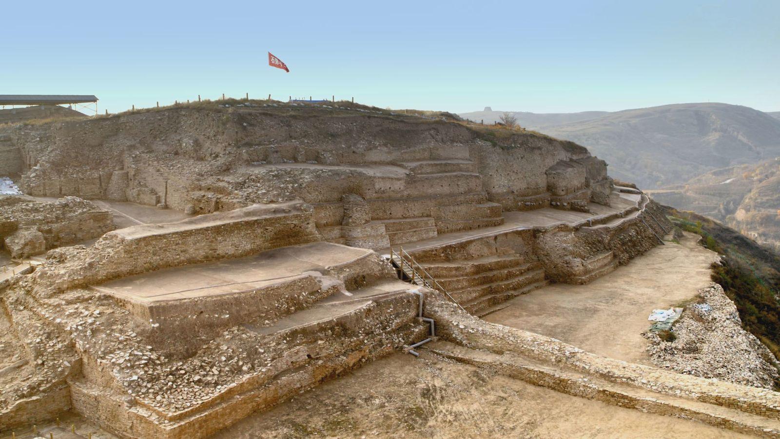 Una ciudad fortificada de 4.300 años, con una pirámide escalonada -conocida como Shimao- de más de ...