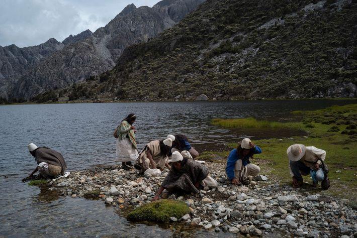 Los Arhuacos juntan piedras de colores para usarlas como pagos espirituales. Cada color representa un aspecto ...