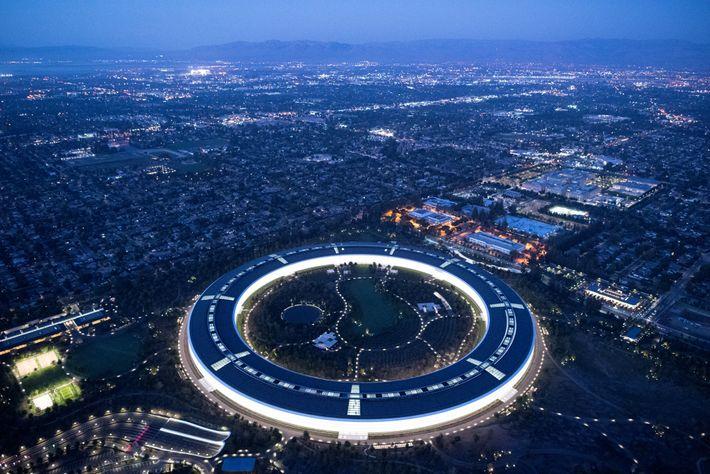 Apple, la primera compañía de EE. UU. que cotiza en bolsa por el valor de un ...