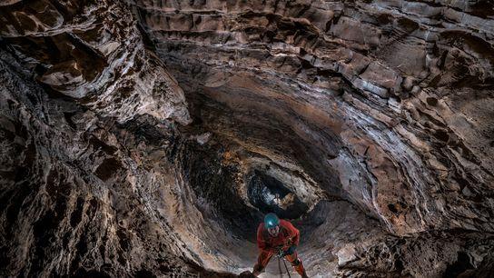 """Dos espeleólogos ascienden al """"Hijo de pozo"""", una fosa de 90 metros del Sistema Huautla de ..."""