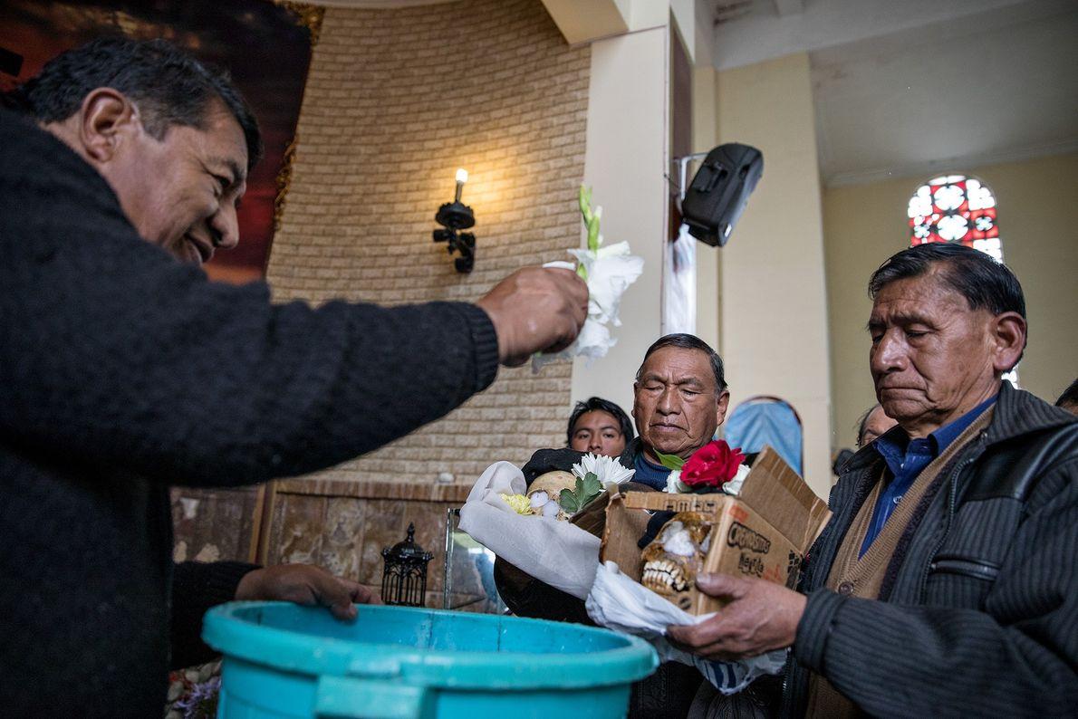 En el Día de las Ñatitas, se realiza una bendición y no una misa en la ...