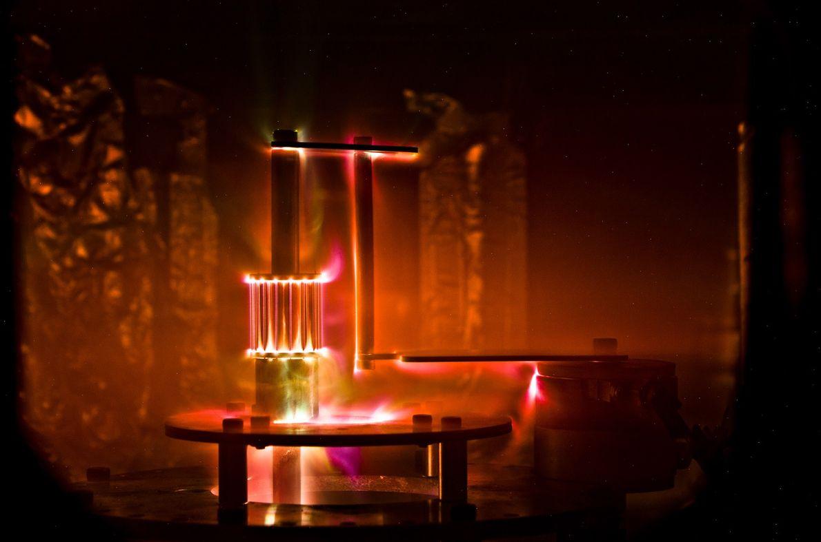 Esta imagen muestra el modelo de sol, una disposición cilíndrica de cables que se vaporiza por ...