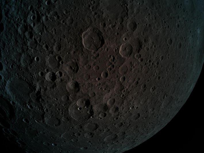 El 4 de abril de 2019, Beresheet entró en órbita alrededor de la luna y sacó ...