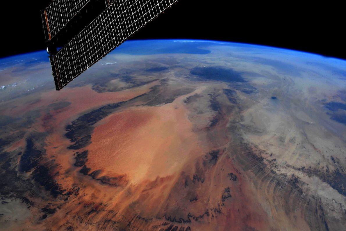 """""""Earth art (Arte terrestre), suroeste de Libia"""", tuiteó Hurley para describir esta foto tomada el 29 ..."""