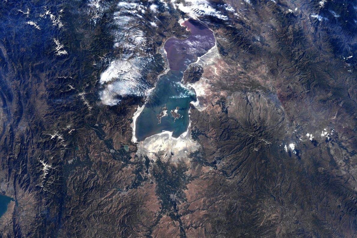 """""""Hermoso destello de sol en la parte sur del lago Michigan"""", tuiteó Hurley para describir esta ..."""