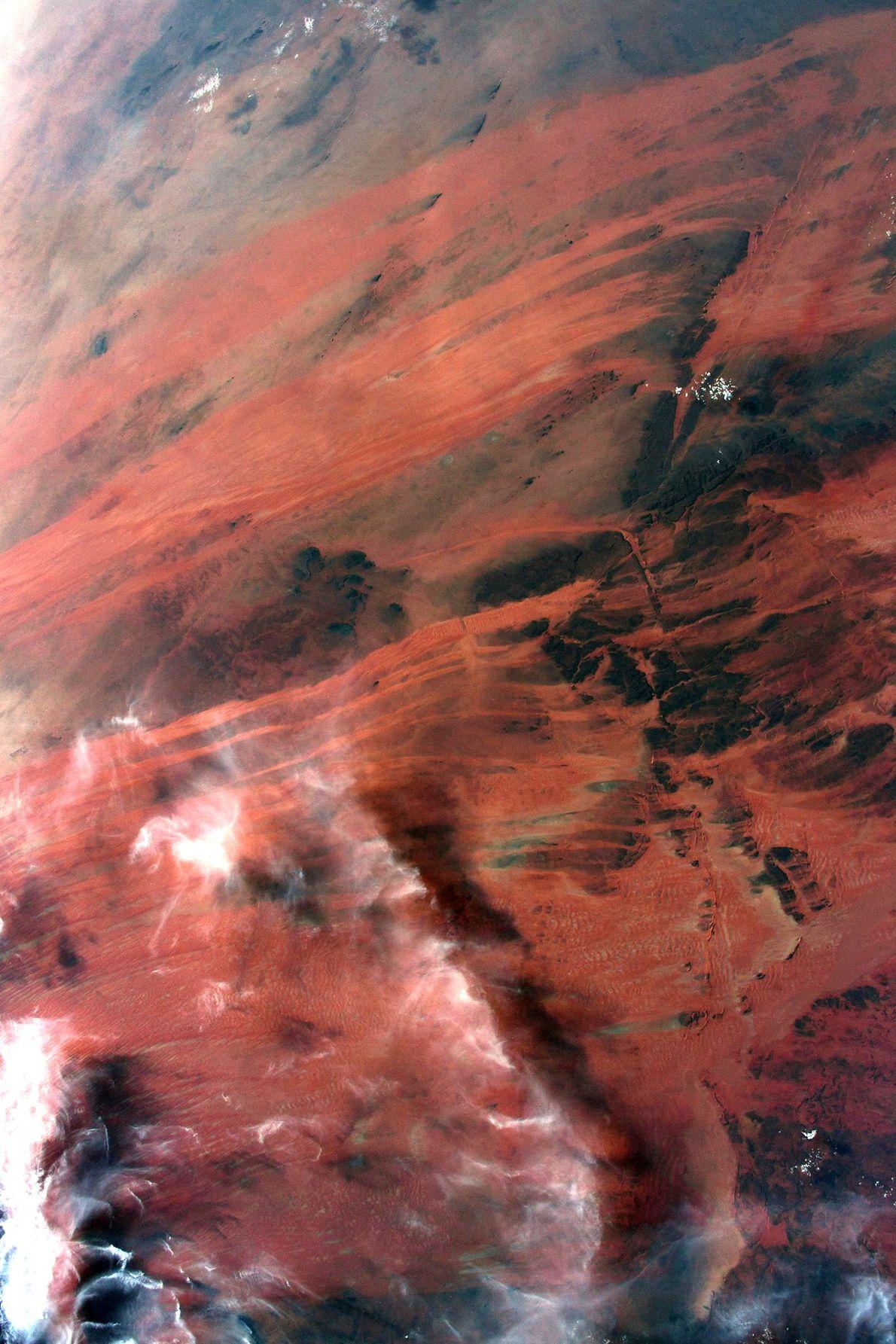 """""""Mauritania, en la costa atlántica de África, presenta unos tonos rojos impresionantes que no quiero dejar ..."""