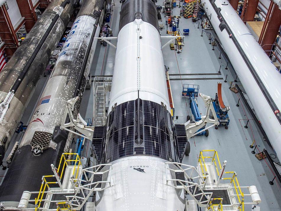SpaceX inicia una nueva era con el lanzamiento de vuelos espaciales con la primera misión tripulada ...