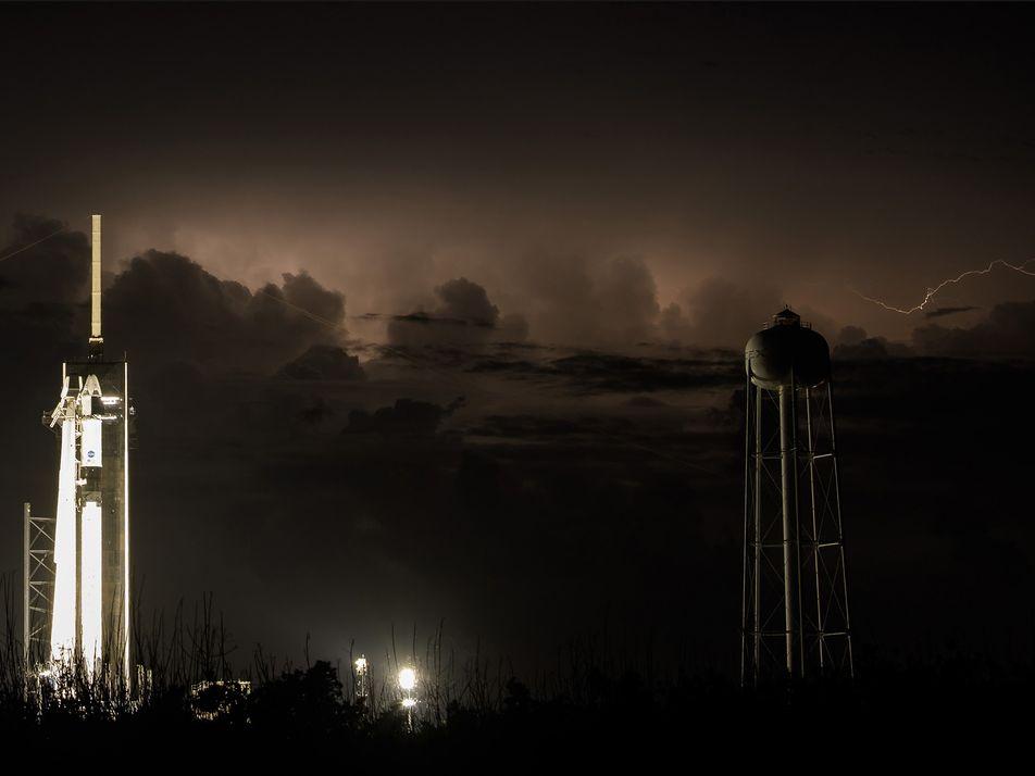 La tripulación de SpaceX hace el acoplamiento con la Estación Espacial Internacional. Mira las fotos de ...