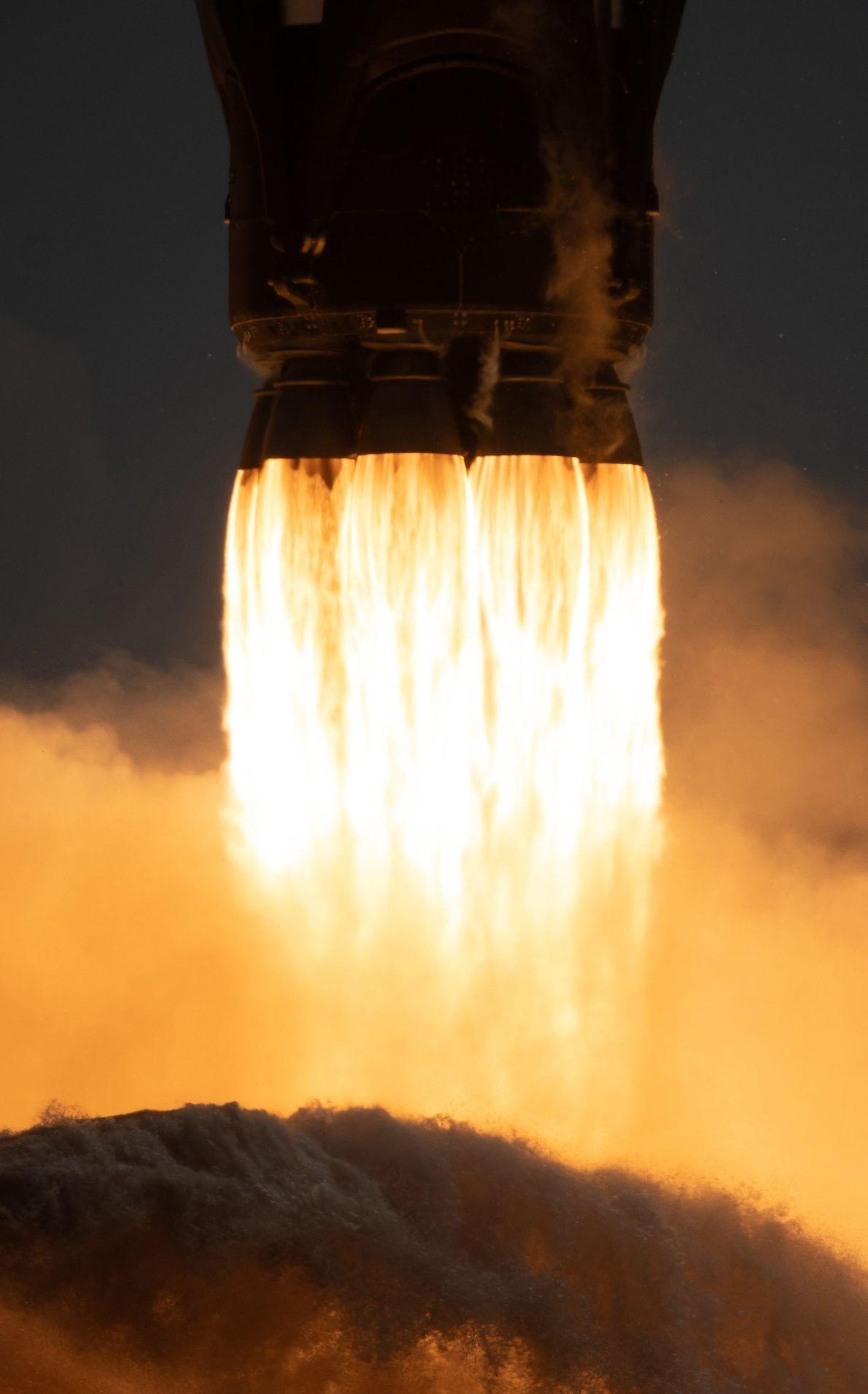 El viaje inaugural del cohete de dos fases Falcon 9 de SpaceX se hizo desde el ...