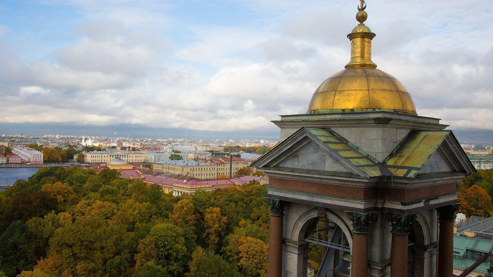 Si buscas vistas sin igual de la ciudad de San Petersburgo, sube hasta lo más alto ...